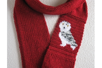 Snowy owl scarf. Red heather, knit infinity scarf with a white and grey bird
