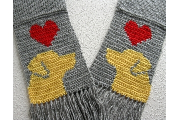 Labrador Retriever Scarf. Gray knitted scarf with red hearts and yellow lab dogs