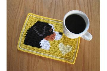 Bernese mountain dog crochet pattern. Yellow mug mat with a dog and heart