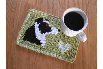 Border Collie crochet pattern. Olive green mug mat with a black and white dog