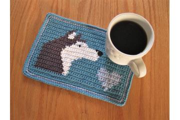 Husky dog crochet pattern. Blue mug mat with a gray and white dog and light blue heart
