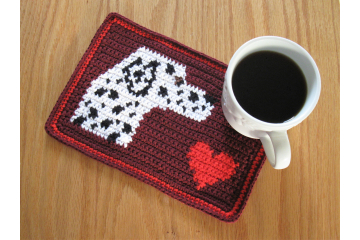 Dalmatian dog crochet pattern. Red mug mat with a black and white spotted dog and heart
